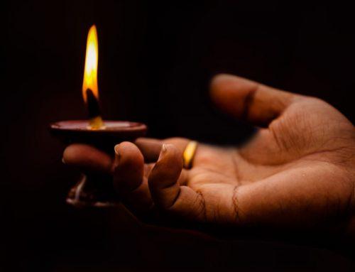 Jobb fényt gyújtani, mint szidni a sötétséget – Varga László püspök korunk szellemi harcáról